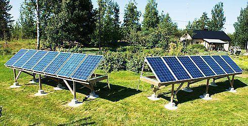 Leinilän tilan aurinkopaneeleja