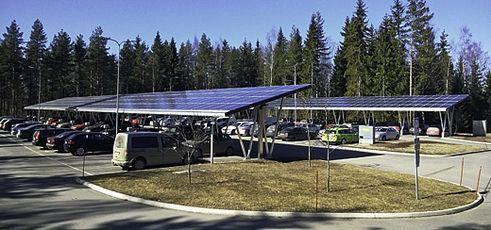 Aurinkopaneelit autokatoksen katemateriaalina